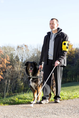 Mann-mit-Blindenhund