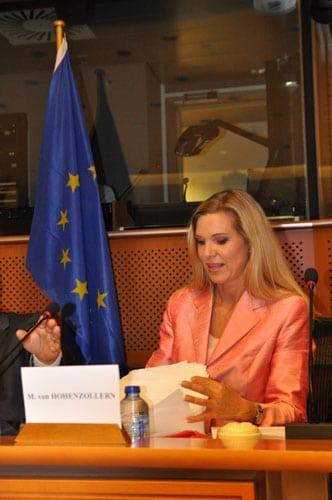 Maja von Hohenzollern spricht vor dem EU Parlament in Brüssel für Tierrechte
