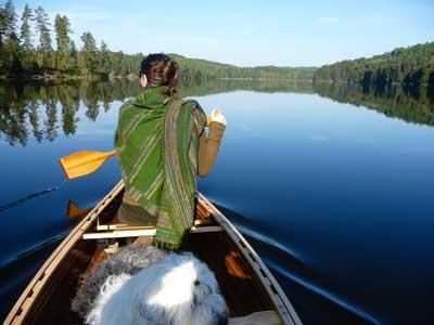 Kanutour mit Hund in Schweden